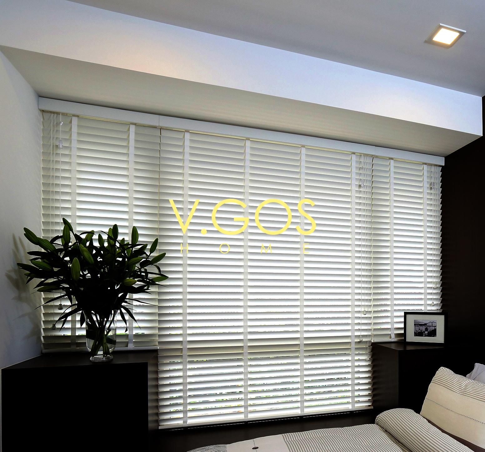 Motorized White Wooden Venetian Blind with White Wooven Tape